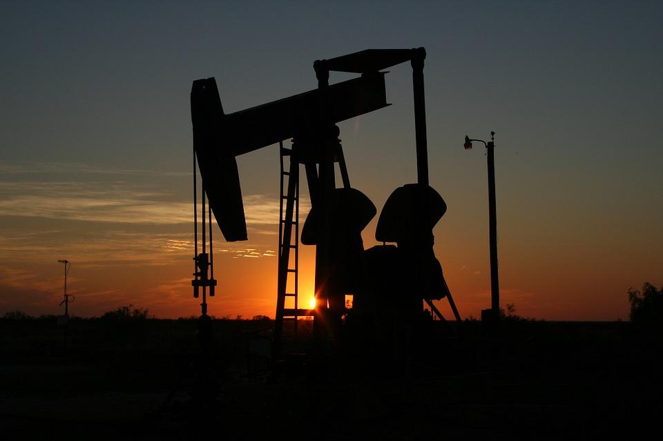 inwestowanie-w-surowce-ropa